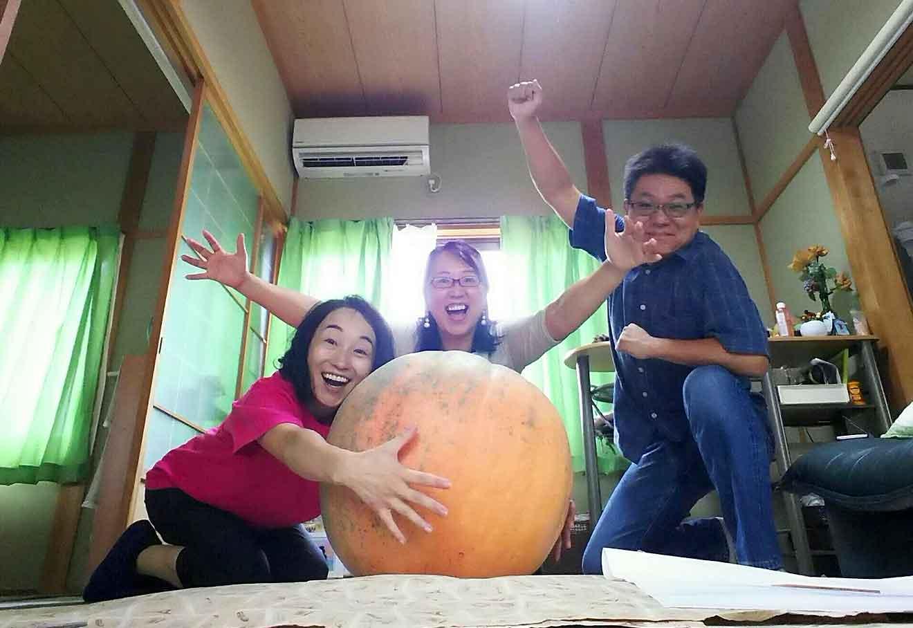 おばけかぼちゃを引き取って頂ける方へお届けしてきました!